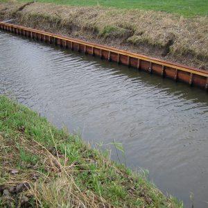 beschoeiing waterkant Van Langen Timmerbedrijf