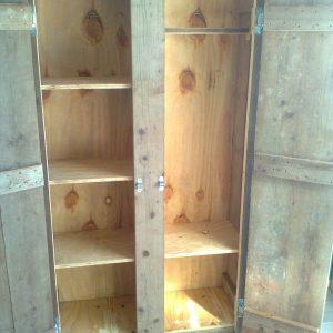 binnenkant houten kast Van Langen Timmerbedrijf