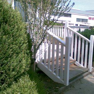 hekwerk trapje buiten Van Langen Timmerbedrijf