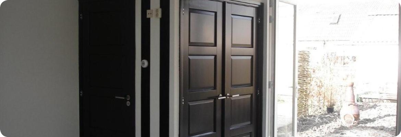 binnendeuren in woonkamer en hal gemaakt door Van Langen Timmerbedrijf
